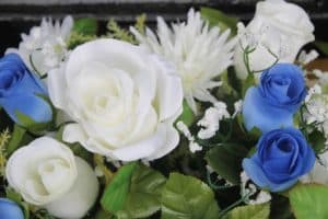 Something old, something blue - blauw witte bloemen bruidsboeket